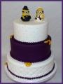 Hochzeitstorte Minions lila
