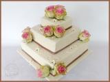 Hochzeitstorte echte Rosen schlicht